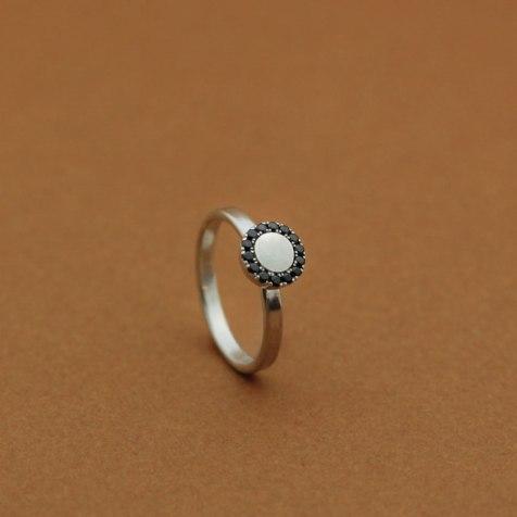 lena_jerstrom_vigselring_guld_diamanter_ring
