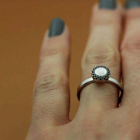 lena_jerstrom_vigselring_ring_guld_diamanter