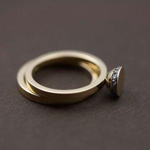 lena_jerstrom_kanstensring_rodguld_forlovningsring_diamanter